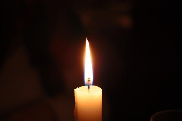 暗闇のなかの一つの光