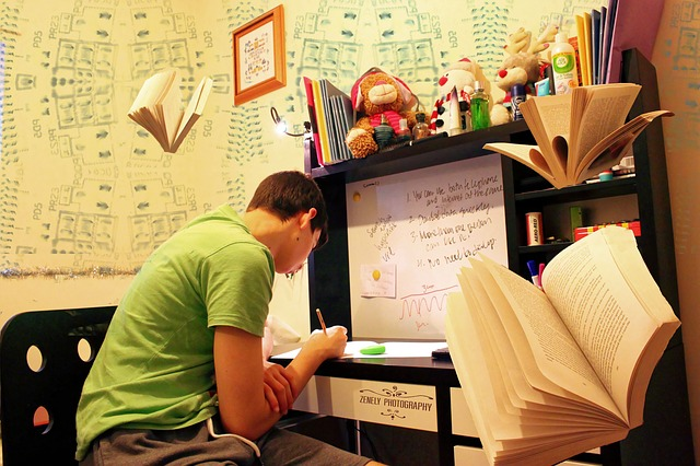 遊ぶ時間を犠牲にして勉強する